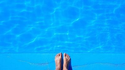 pool-1617337_640